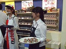 写真:試食・試飲販売、推奨販売、キャンペーン等スタッフ